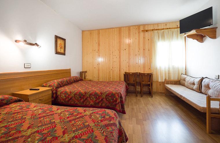 Habitacion triple, Hosta Pirineos sarvise